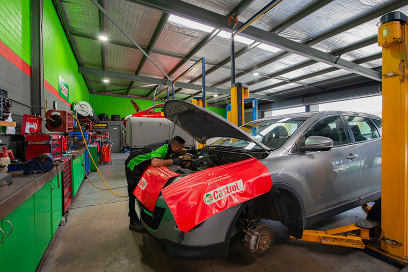 Noranda Service Centre Gallery Images - Checking of Car Engines with Proper Tools and Gadgets