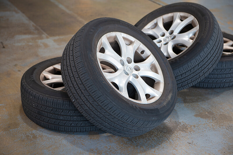 Noranda Service Centre Gallery Images - Tires and Mags on the Floor